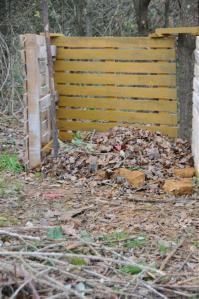 Essai de peinture naturelle sur le bac à compost