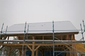 Pas de neige fondue sur le toit : il est vraiment bien isolé ! ;-)
