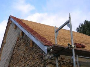 La toiture du voisin : il a commencé par faire les rives.