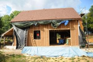 Remplissage de la façade sud avec les panneaux de fibre de bois