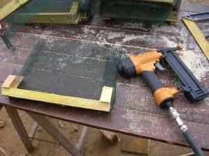 Les cache-moineaux, version anti-rongeurs, pour positionner entre les chevrons en partie haute du bardage