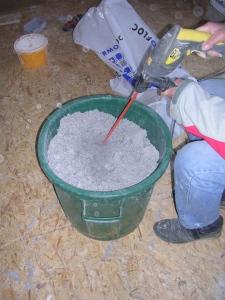 Décompactage de la ouate avec un mélangeur à peinture