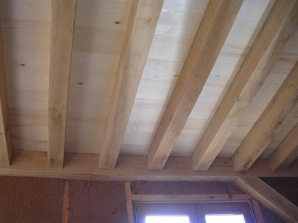 Plafond entre solives maison poyaudine for Bois de finition interieur