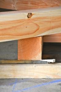 Calage et empilement des différentes pièces de charpente