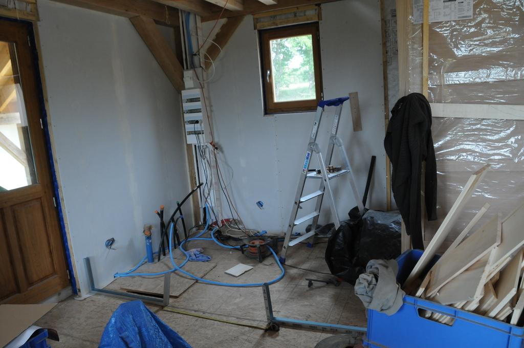 cloisons sur plancher bois maison poyaudine. Black Bedroom Furniture Sets. Home Design Ideas