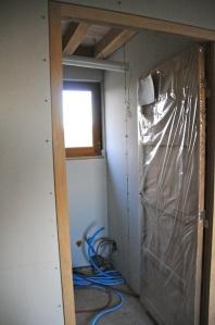 Clin d'oeil sur la cloison entre le cellier et la salle de bains