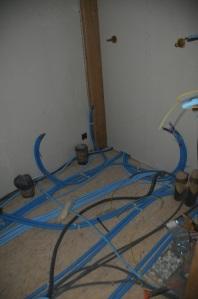 Les PER et gaines électriques sont plutôt organisées dans la salle de bains...