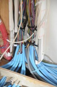 Ça fait des fils, tout ça... Il ne reste que les câbles ethernet à relier.