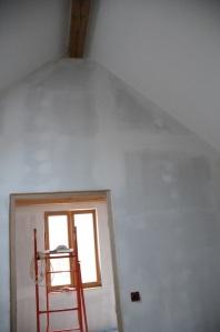 Les murs enduits, poncés, prêts à être peints